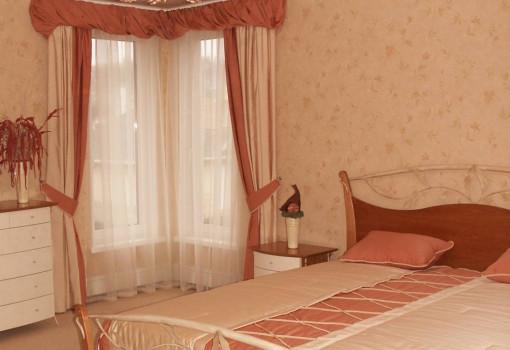 Натяжной потолок для спальной